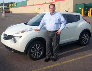 Riverside Marquette GM Paul Halbur and a spiffy Nissan Juke.