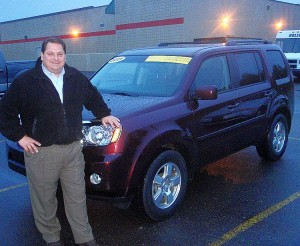 Riverside Marquette GM Paul Halbur and a Honda Pilot.