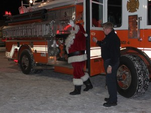 Marquette-Township-Business-Association-2013-Christmas-Tree-Lighting-Ceremony-Grinch-Great-Lakes-Radio-Santa-036.jpg