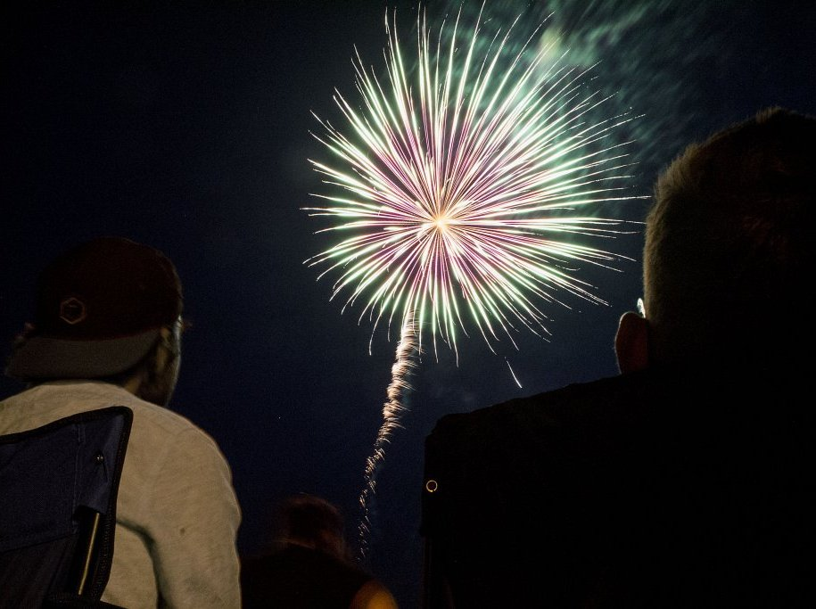 Pioneer-Days-Fireworks-Teal Lake Negaunee MI-2015