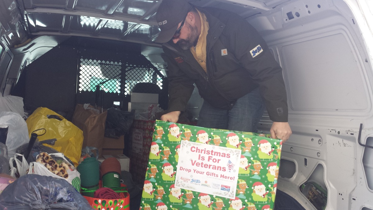 Christmas is for Veterans 2015 Great Lakes Radio Bayside Beverage Super One Foods 001