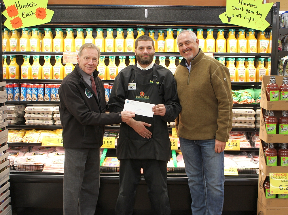 Marquette-Super-One-Foods-Receives-Donation-From-Township-For-Christmas-Tree-Lighting-Celebration-November-16-2018-001