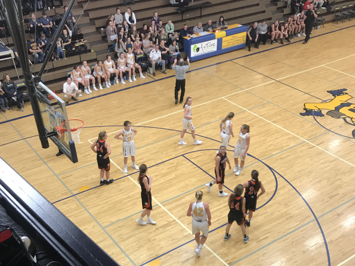The Negaunee Miners faced the Escanaba Eskymos on a cold night in Escanaba on 101.9 Sunny.FM