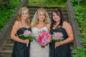 Kelsey on her wedding day with her younger sisters, Macy Niemisto (left) and Lindsay Niemisto (right)