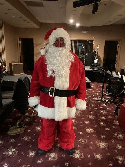 Santa's lookin good with his mask!